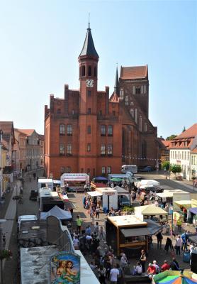 Foto zur Meldung: Perleberger Wochenmarkt seit 2021 wieder in städtischer Hand