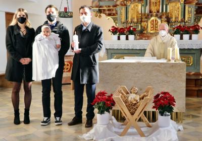 Foto zur Meldung: Durch die Taufe in die Pfarrgemeinde aufgenommen