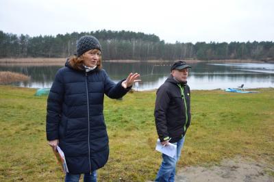 Peggy Heyneck vom Sachgebiet Umwelt des städtischen Bauamtes und Torsten Schmidt vom Planungsbüro bei der Bauanlaufberatung I Foto: Martin Ferch