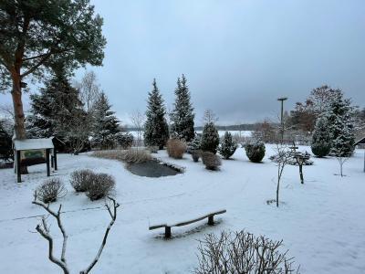 Foto zur Meldung: Winterliche Grüße aus der Schule an alle Schüler zu Hause