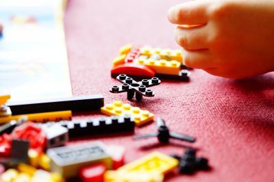 Im Jugendclub kann man sich u.a. mit Lego kreativ betätigen. Foto: pixabay / Efraimstochter