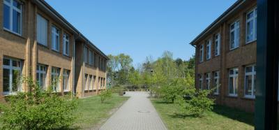 Ausgang der Grundschule zum Pausenplatz