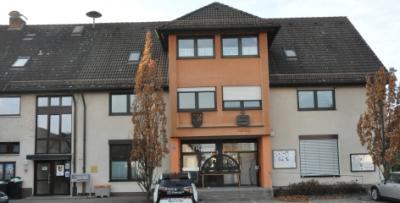 """Im Puschendorfer Rathaus soll eine Satzung erstellt werden, die zukünftig """"versteinerte Gärten"""" auf dem Gemeindegebiet verhindern hilft."""