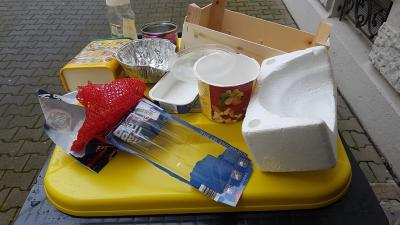 Foto zur Meldung: Gelbe Tonne wird geleert - Alles hinein was mal Verpackung war, außer Glas, Papier, Pappe und Kartonagen