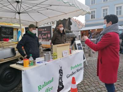 Foto zur Meldung: Ein herzliches Willkommen den Händlern auf dem Perleberger Wochenmarkt