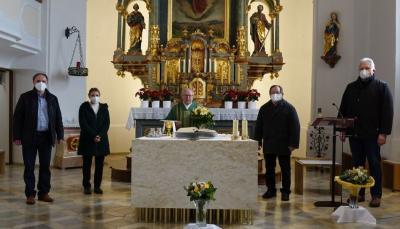 Foto zur Meldung: Pfarrgemeinde gratuliert Monsignore Sperl zu seiner Ernennung