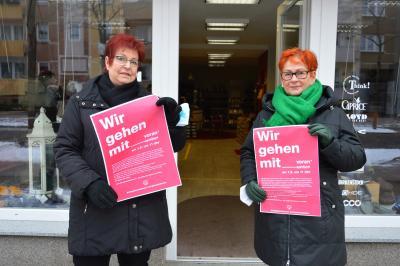 """Christa Lorenz (I) und Dagmar Köpke von """"Schuhmoden""""  I Foto: Martin Ferch"""