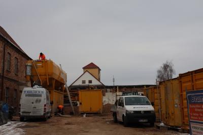 Schwere Technik auf der Baustelle Klosterviertel Kyritz im Einsatz
