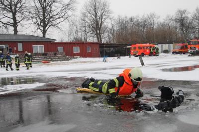 Der Landesfeuerwehrverband S.H. warnt vor dem Betreten von Eisflächen