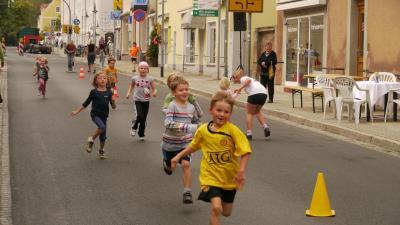 Foto zur Meldung: Nieskyer Herbstfest - Kinder- und Teamstaffellauf