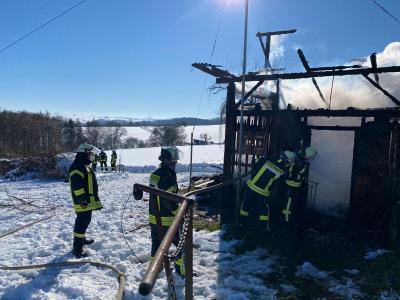 Bild der Meldung: Jagdhütte niedergebrannt - Wehren im Einsatz