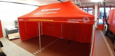 Der neue Faltpavillon der Jugendfeuerwehr Lauchhammer