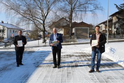 ILE - Manager Stephan Romer, ILE Vorsitzender Karl Obermeier, stellv. Vorsitzender Stefan Lang analysieren das Gemeindegebiet nach Baulücken.