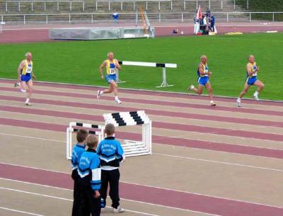 M60 100 m - da staunten die Gröditzer Schüler wie die Senioren über 100 m sprinteten