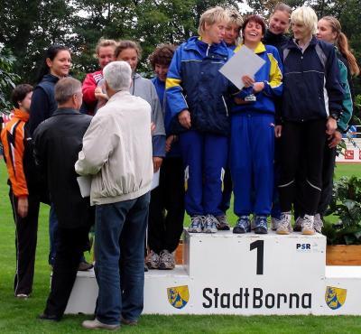 Die Frauenmannschaft freut sich über die gelungene Titelverteidigung