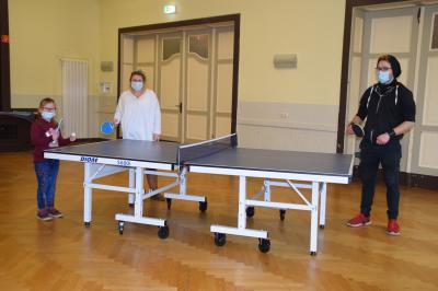Stadt Perleberg | v.l.n.r.: Bufdi T. Zimmermann, Leiterin K. Oesemann und Schülerin Amy Fischer machen eine Pause vom Lernen.
