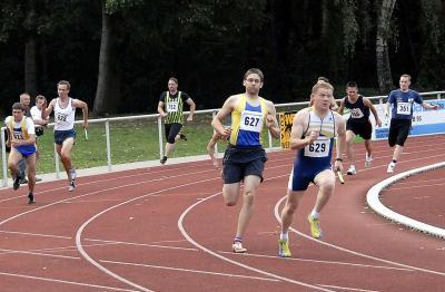 Die Männer der LG Neiße beenden den Wettkampf mit einem Doppelsieg über 4x100 m und großem Punktevorsprung in der Landesliga