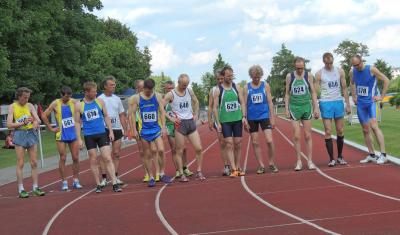 800m - die Nieskyer waren mit 4 Läufern für die LG Neiße am Start: Roland Höppner (661), Jörg Schäfer (674), Karsten Petrick (667) & re: Jens Weickert (678)