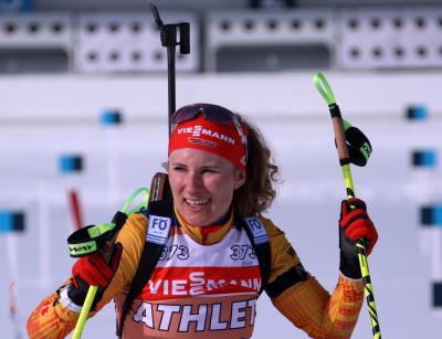 Konnte mit der Sonne um die Wette strahlen: Janina Hettich (SC Schönwald) gewann mit der DSV-Staffel der Frauen mit Silber ihre erste WM-Medaille - Foto: Joachim Hahne / johapress
