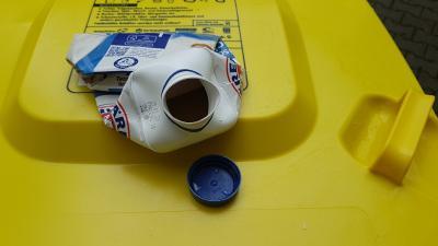 Foto zur Meldung: Mülltrennung trotz Platzmangel in der Gelben Tonne - Zusammenfalten erlaubt, ineinander stapeln nicht
