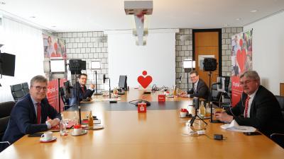Digital mit Herz beim digitalen Jahrespressegespräch: Hubert Böddeker, stellvertretender Vorsitzender des Vorstandes, Andreas Trotz, Mitglied des Vorstandes; Arnd Paas, Vorsitzender des Vorstandes, und Holger Wehmeyer (von links)