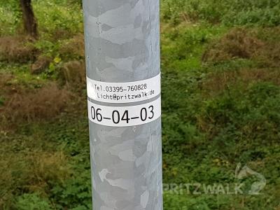 Wer den Defekt einer Straßenlampe melden möchte, sollte dabei unbedingt die Lampennummer angeben. Foto: Halldor Lugowski
