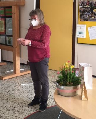 Foto zur Meldung: Frau Röschel geht in den Ruhestand! Tschüs, Edith!