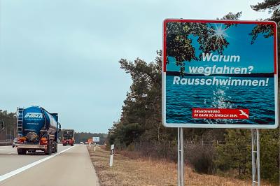 Foto zu Meldung: Neu an der Autobahn: Brandenburg verabschiedet Gäste mit malerischer Seenkulisse