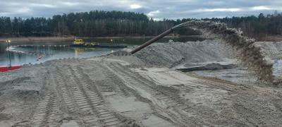 Rund 20.000 Kubikmeter Sedimente warten hier auf den zeitnahen Abtransport I Foto: Firma Hermann Oldewurtel