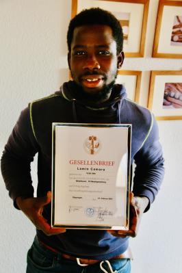 'Gut in Form' - Herzliche Glückwünsche an Lamin S. Camara zur bestandenen Gesellenprüfung zum Metallbauer/-gestalter