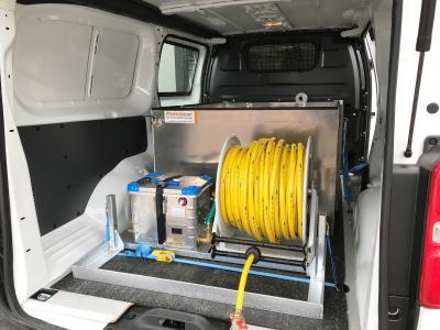 Bild der Meldung: Transporter als Gießwagen - mit dem Sicherheitswassertank auf Maß