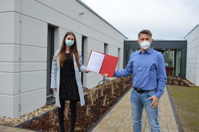 Julia Luft mit Stephan Michelis, Geschäftsführer der Prignitz-Ruppiner Hospizgesellschaft I Foto: Martin Ferch