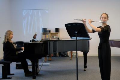 Merle Steinberg mit Pianistin Barbara Squinzani