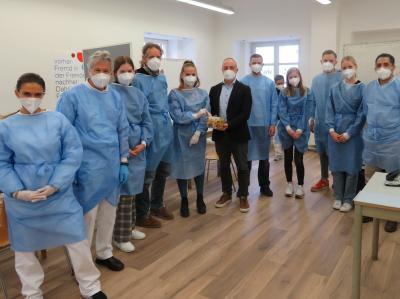 Senioren nehmen mobiles Impfangebot in Zusmarshausen begeistert an