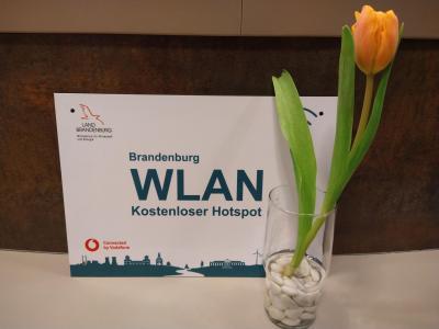 Stadt Perleberg   Abbildung des Schildes zur kostenfreuen WLAN-Nutzung am Beispiel des Stadt- und Regionalmuseums.