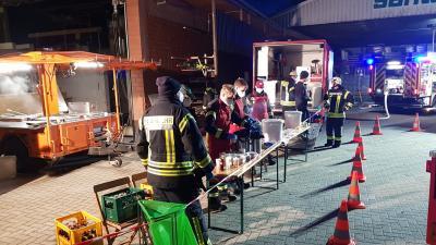 Verpflegung der Einsatzkräfte beim Brand in Schwagstorf