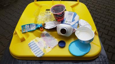 Presseinfo des Abfallwirtschaftsbetriebs Wetterau vom 20. März 2021: Verpackungsabfälle kommen in die Gelbe Tonne - Aber bitte mit abgeschraubten Deckel