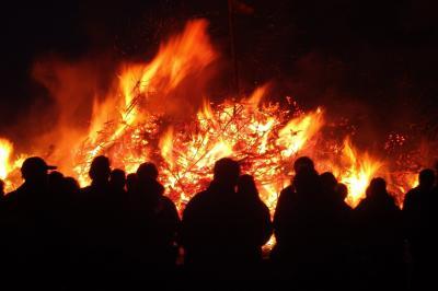 Foto zur Meldung: Öffentliche Osterfeuer untersagt - private Holzfeuer möglich