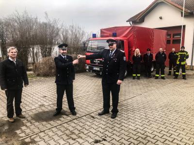 Foto zu Meldung: Feuerwehrfahrzeug an Nahmitzer Ortswehr übergeben