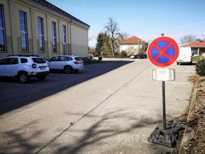 Der Parkplatz am Kulturhaus wird teilweise abgesperrt  - zumindest für die nächsten Wochen. Foto: Beate Vogel