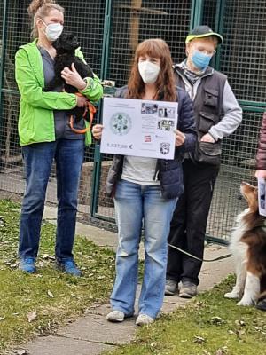 Spendenübergabe beim Tierschutz