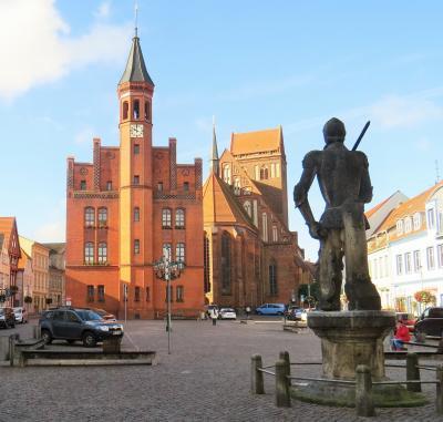 Stadt Perleberg   Blick vom Roland auf das Perleberger Rathaus