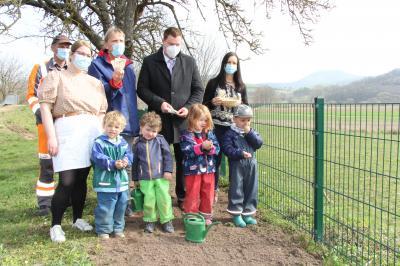 """Kindertagesstätte Baumbach gibt Startschuss für Pflanzaktion """"Alheim blüht auf"""""""