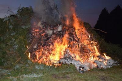 Beate Mundt | Abbildung eines Osterfeuers