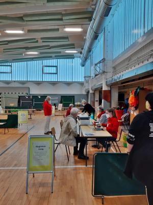 72 Besucher/innen in der Teststelle auf dem Schulcampus