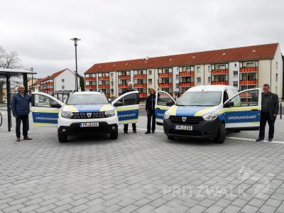 Sieht fast aus wie die Polizei: Das Pritzwalker Ordnungsamt hat Fahrzeuge in neuem Design. Foto: Beate Vogel