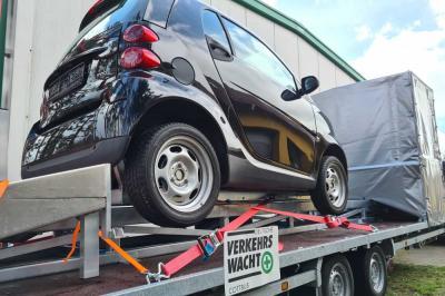 Der neue Aufprallsimulator ist fest auf einem Anhänger verbaut und somit künftig mobil im ganzen Land Brandenburg einsetzbar. Foto: Verkehrswacht Cottbus