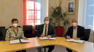 """Vertragsunterzeichnungen für das neue """"Kinderhaus Am Grasholz"""""""