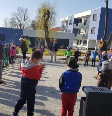 Schipkauer Kita-Kinder sind im Ort unterwegs