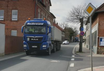 Das Foto zeigt die Landesstraße Magdeburger Str. in Grasleben (Quelle: Veronika Koch)